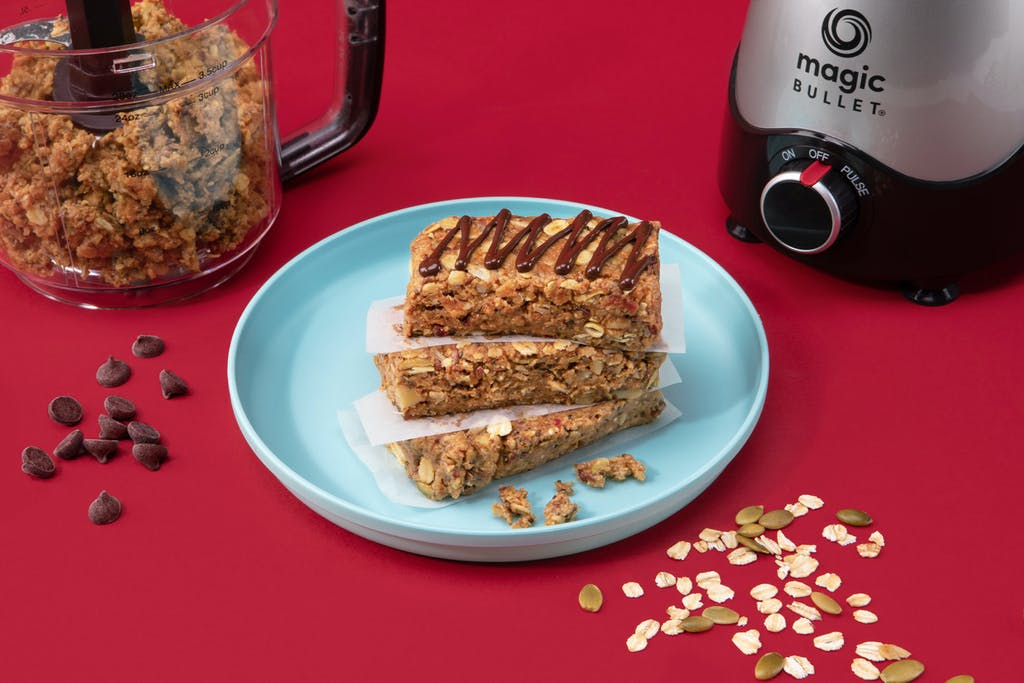granola bars with oats and chocolate chips