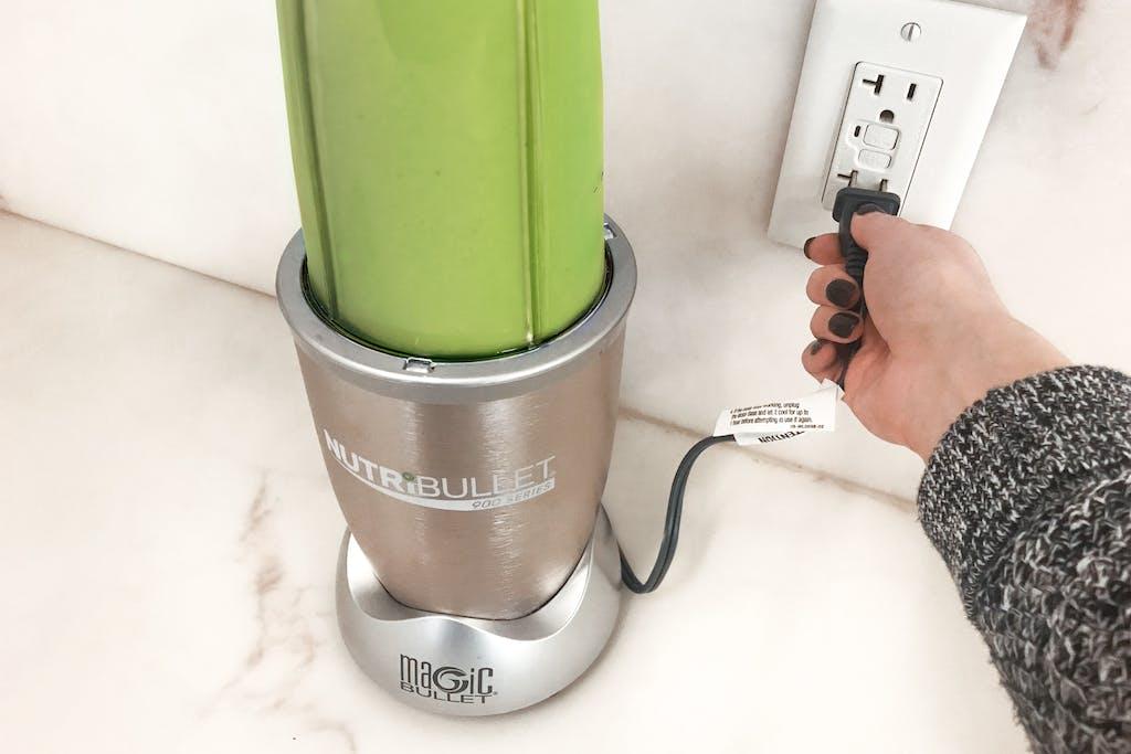 unplugging the nutribullet blender
